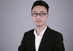 美育高教务主管—李雄